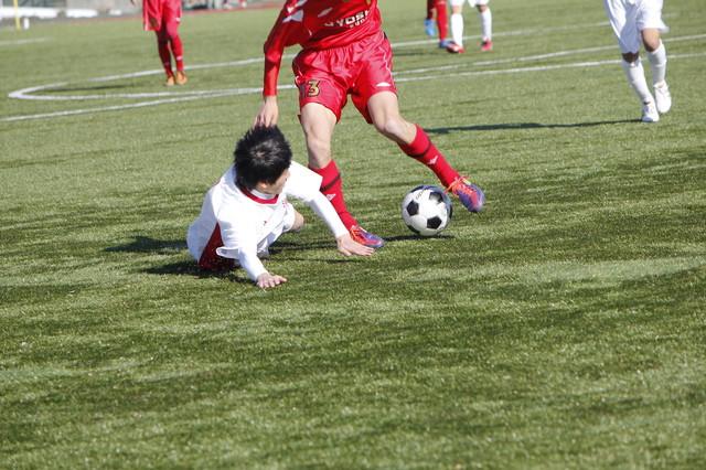 足首のねん挫は直後の処置が重要、整復・固定やトレーニング指導も行います。